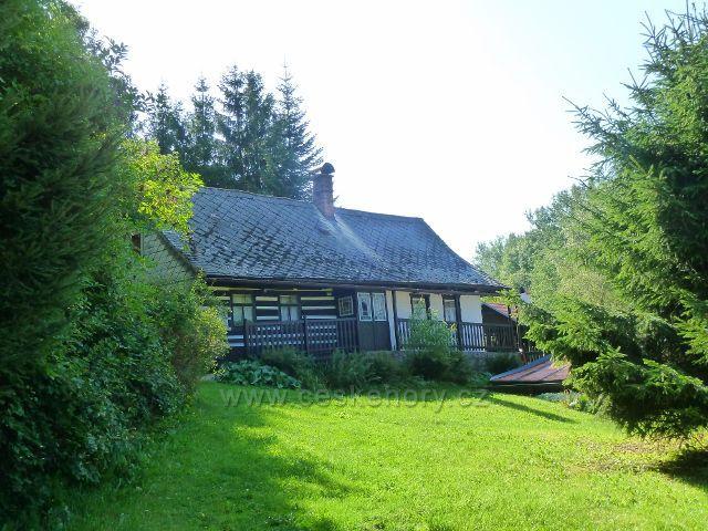 Dolní Hedeč - jedna z řady rekreačních chalup