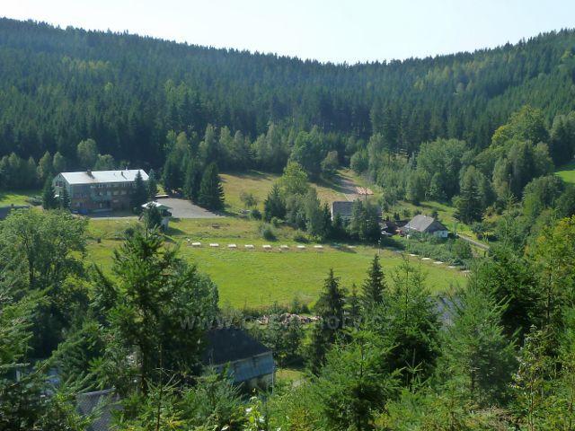 Horní Orlice - pohled z úbočí Lískovce k areálu bývalého hotelu Alfa