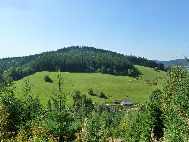 Horní Orlice - pohled z úbočí Lískovce na vrch Kamenáč (729 m.n.m.)