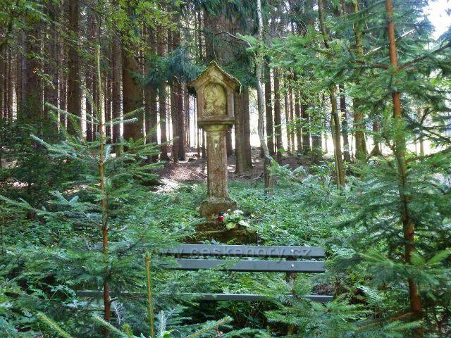 Králíky - plastika Panny Marie Sněžné na rozcestí U Laviček
