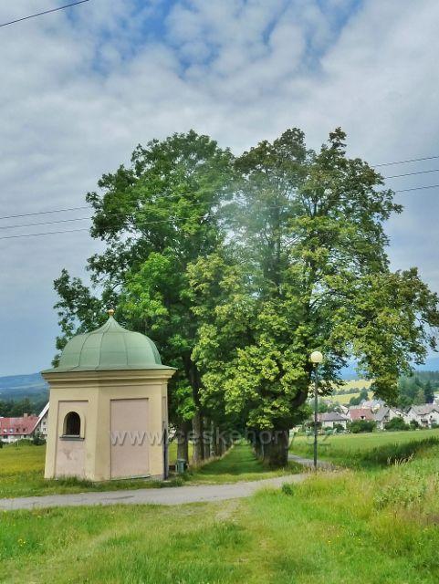 Králíky - Jedna z kapliček v dolní části klášterní aleje