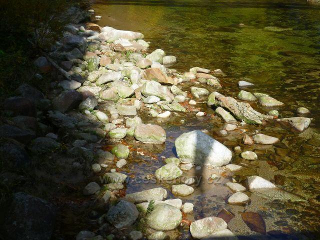 Slunečný podzim na řece-3pindlerův Mlýn