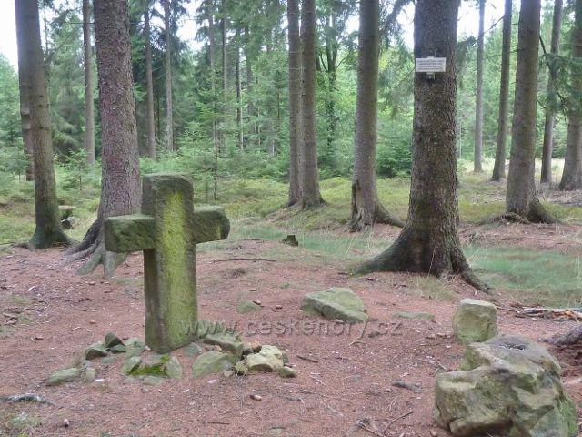 Vamberk - smírčí kříž na Chlumu připomíná souboj z roku 1355