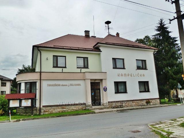 Rybná nad Zdobnicí - budova Obecního úřadu a sídlo obrazárny děkana J.Selichara