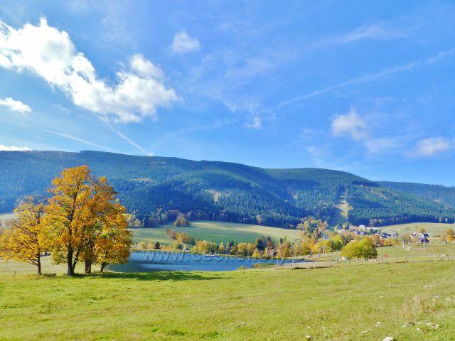 Hynčice pod Sušinou - rybník Úžas a hřeben masivu Králického Sněžníku