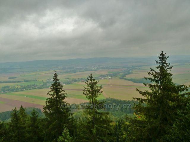 Polické stěny - pohled z vrcholu Supího hnízda k Broumovu