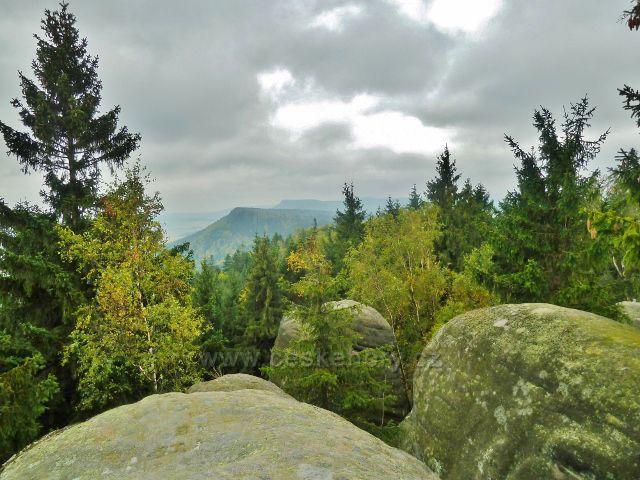 Pohled z vrcholu Supího hnízda na hřeben Polických stěn