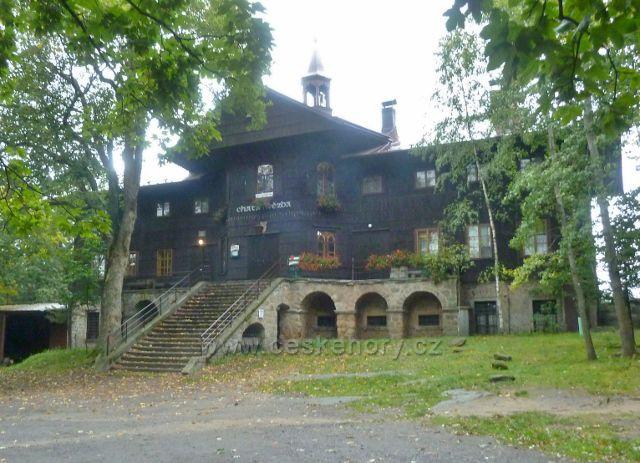 Polické stěny - turistická chata Hvězda
