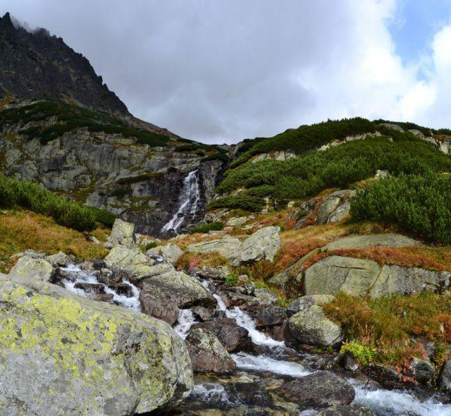 Barevný Vodopád Skok
