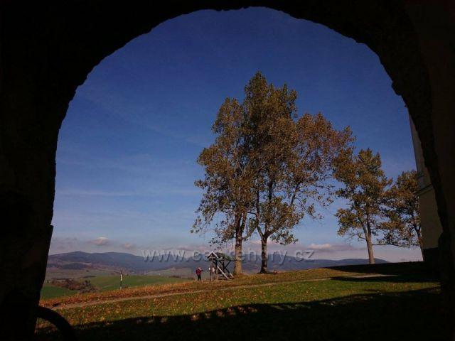 pohled od kláštera ..