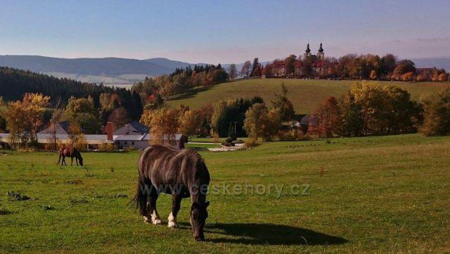 pohled na klášter Hedeč, Hora Matky Boží ..