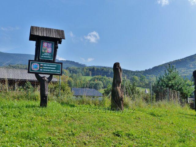 Loučná nad Desnou - tabule CHKO Jeseníky na hrázi rybníka Kocián