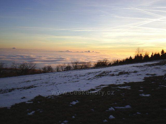 Západ slunce nad inverzí z Dlouhé Louky