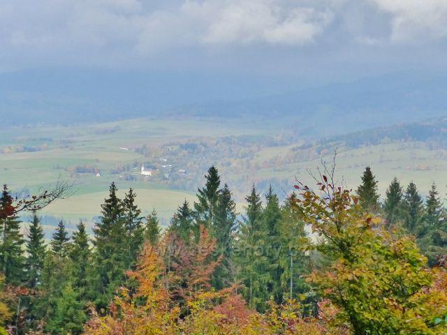 Vysoký Potok - pohled na Malou Moravu od silničky do Vysokého Potoka