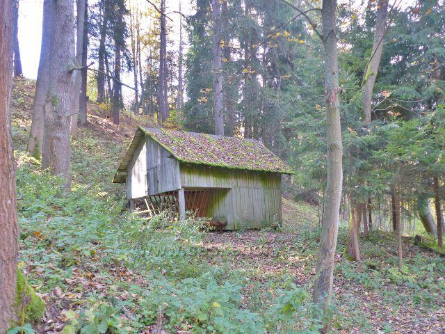 Vysoký Potok - krmelec u silničky ze Severomoravské chaty nad horní částí obce
