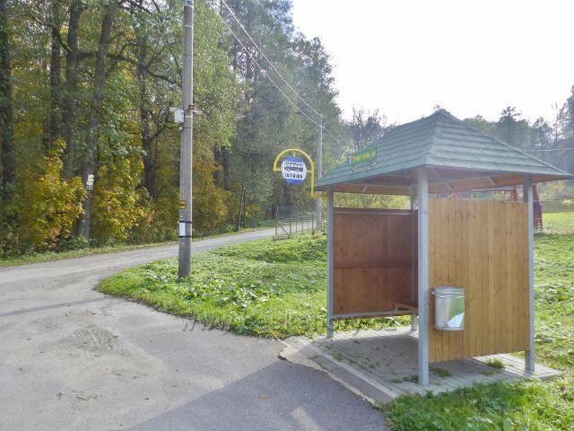 Vysoký Potok - konečná zastávka autobusu v horní části obce