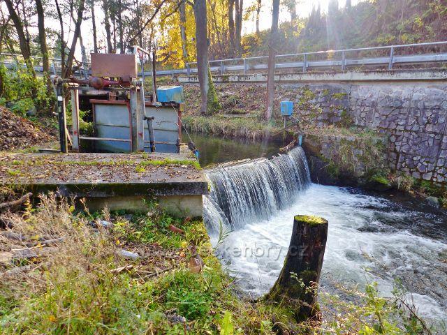Malá Morava - splav na řece Moravě před žst.Podlesí