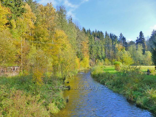 Malá Morava - řeka Morava před železničním mostem u žst. Podlesí