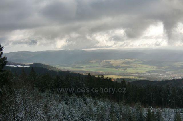 výhled na Doupovské hory z Popovské hory