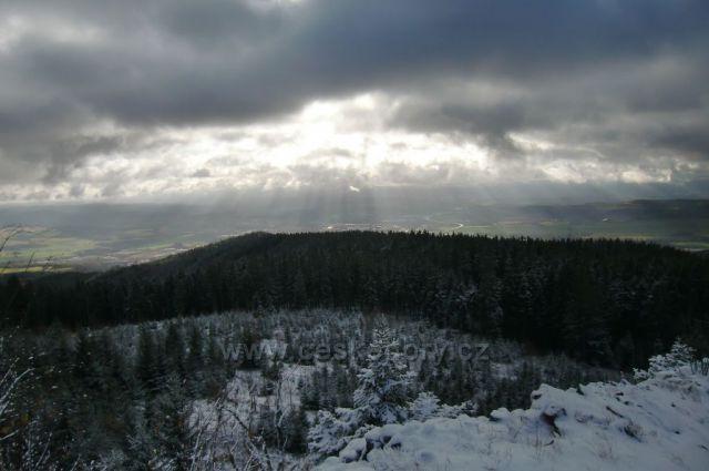 výhled na Ostrov z Popovské hory