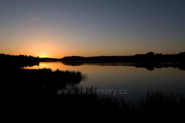 Západ slunce nad Velkým Rybníkem U Rybniště