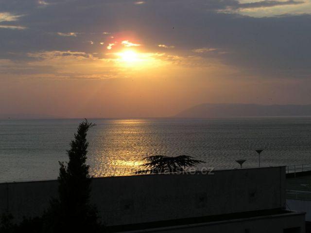 pohľad na západ slnka v Podgore