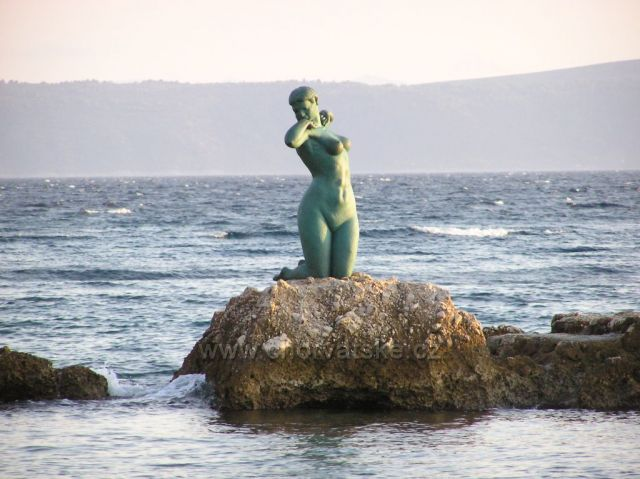 socha na morskej skale v Podgore