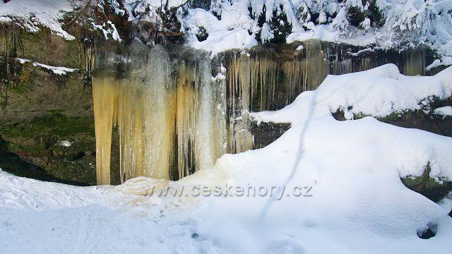 Ledopád Křepelčí stěnka v údolí Vlčího potoka