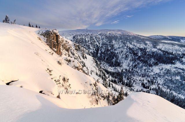 Pohled od Pančavského vodopádu na Vysoké kolo.