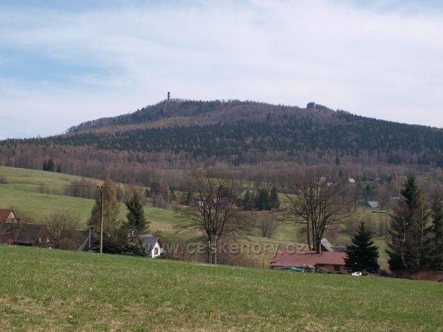 Česká Hvozd a německý Hochwald - pohled z české strany z obce Krompach