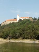 Hrad Bítov - foceno z hladiny Vranovské vodní nádrže.