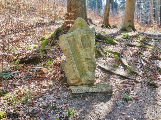 Dolní Dobrouč - pamětní kámen renovace areálu Vápenka v roce 2014