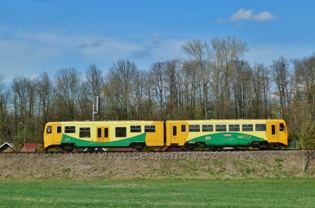 Častolovice - vlaková souprava na trati do Rychnova nad Kněžnou