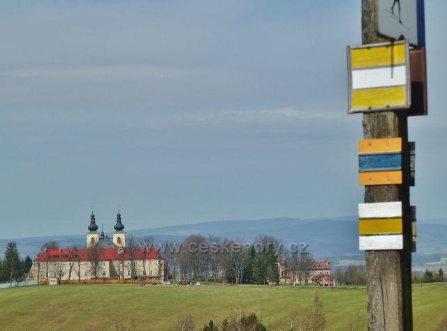 Dolní Hedeč - pohled z vrchu Val na klášter
