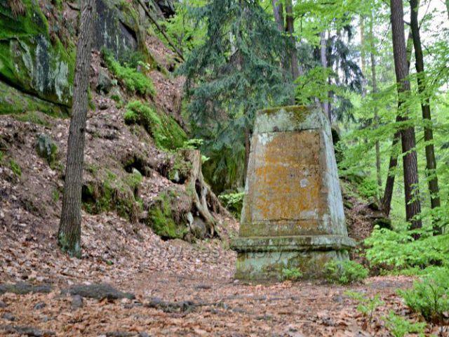 Pomník Braven manne