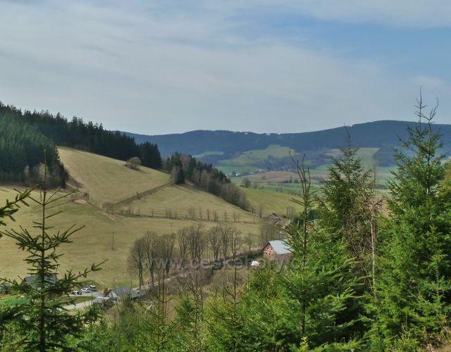 Horní Orlice - pohled z úbočí Lískovce k sedlu Hvězda pod Suchým vrchem