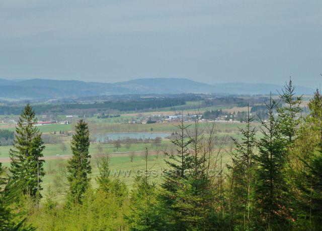 Dolní Orlice - pohled z úbočí Lískovce na Králický rybník