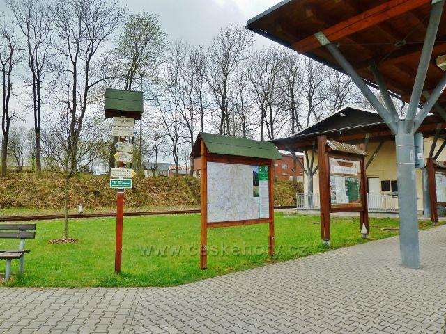 Rokytnice v O.h.- turistický rozcestník u autobusového nádraží