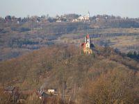 Varnsdorfský Hrádek a Studánka (přiblíženo teleobjektivem).
