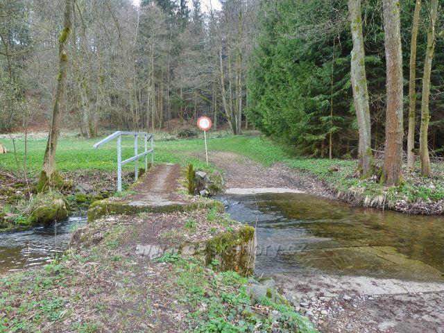 Kunvald - mostek přes rokytenku pod Kunvaldským rybníkem