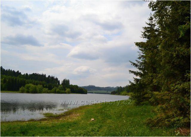 Slezká Harta - vodní nádrž, zátoka v Rázové.