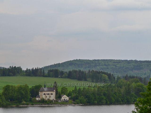 Kostel sv. Jana Nepomuckéhov Karlovci. rok 1599.od r. 1695-1945 v majetku Lichtenštejnů.