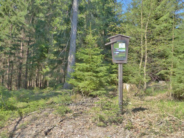 Informační tabulka Přírodního parku Jeřáb u silničky do Moravského Karlova