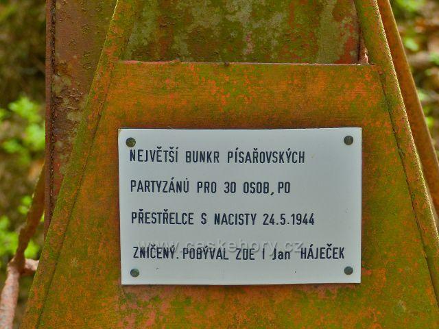 Písařov - detail informační tabulky u partyzánského bunkru na Čečole