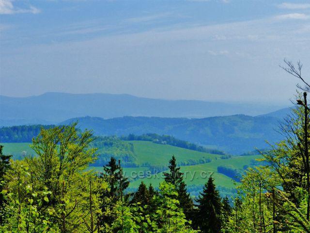 Písařov - pohled z Čečoly na Hanušovickou vrchovinu a Jeseníky