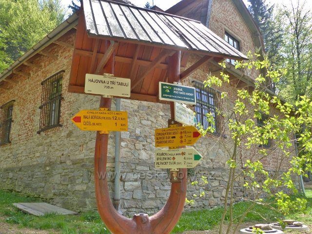 """Písařov - turistický rozcestník""""Hájovna U Třech tabulí, 735 m.n.m."""""""