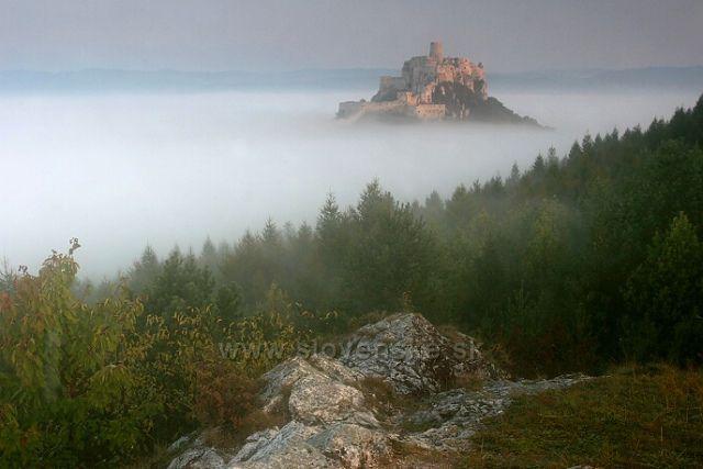 mlha u Spišského hradu