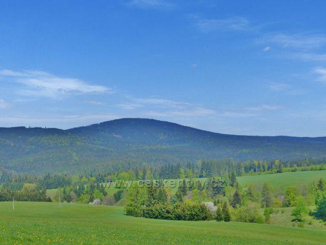 Pohled z Písařovských pastvin k vrchu Bouda