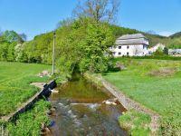 Mlýnický Dvůr - obcí protéká říčka Březná