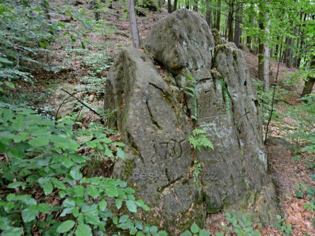Hraniční skalka panství pod Pustým zámkem